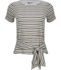 camiseta con nudo en frente color verde, talla 6