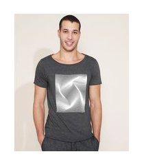 camiseta masculina estampa geométrica alto relevo manga curta gola canoa cinza mescla escuro