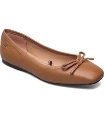 essential square toe ballerina ballerinaskor ballerinas brun tommy hilfiger