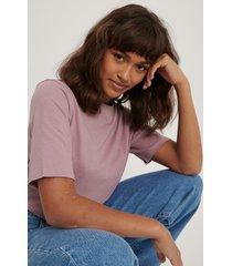 na-kd basic t-shirt med hög, rund halsringning - purple