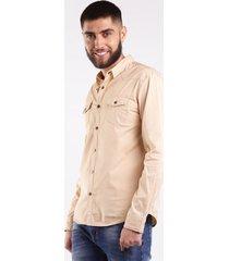 camisa hombre bolsillos frontales y boton de broche beige