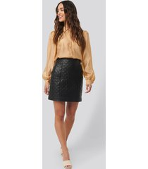 na-kd quilted pu skirt - black