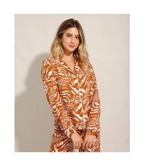 camisa de pijama em viscose estampada animal print manga longa com botões mostarda