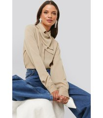 na-kd trend scarf detailed blouse - beige