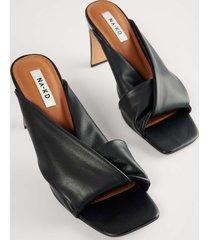 na-kd shoes högklackade sandaler med knutna remmar - black