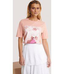 manon tilstra x na-kd t-shirt med blomtryck - pink