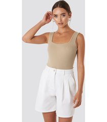 na-kd high waist loose fit shorts - white