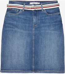 tommy hilfiger women's straight fit denim skirt medium wash - 4