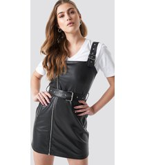 donnaromina x na-kd buckle belted faux leather dress - black