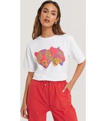 lizzy x na-kd oversize t-shirt med tryck - white