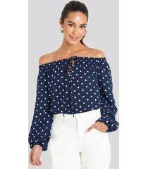 na-kd boho off shoulder dot blouse - blue