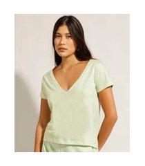 camiseta básica manga curta decote v verde claro