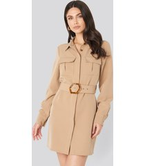na-kd trend belted straight fit shirt dress - beige