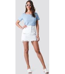 na-kd distressed denim mini skirt - white