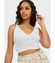 missguided knitted v neck crop top linnen