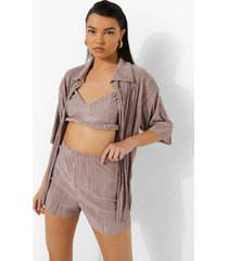 oversized plisse blouse, bralette en shorts, beige