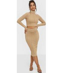 nly trend v skirt rib set långärmade klänningar