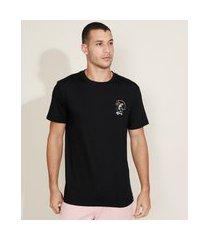 camiseta masculina caveira no skate manga curta gola careca preta
