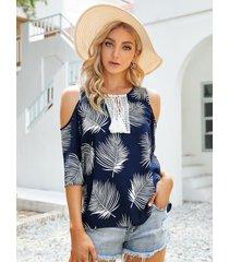 yoins blusa de manga corta con hombros descubiertos y detalles de borlas con estampado de hojas azul marino