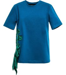 t-shirt with striped ribbon