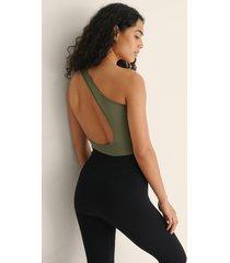 bella michlo x na-kd body med en axel och utskurna partier - green