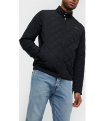 gant d1. the quilted windcheater jackor black