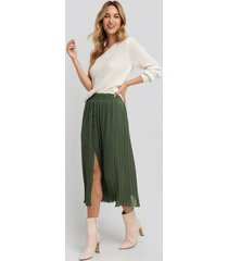 na-kd button detail pleated skirt - green