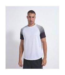 camiseta esportiva com estampa nas mangas   get over   branco   m