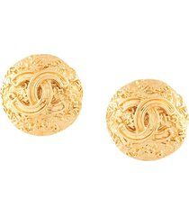 chanel pre-owned 1995 embossed cc button earrings - gold