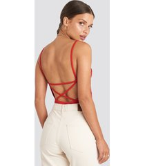 na-kd party back cross ribbed body - red