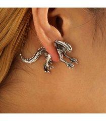 1 paio punk orecchini a chiodo con figura aliena in metallo orecchini laterali regalo per donna