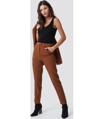 na-kd classic tailored suit pants - brown