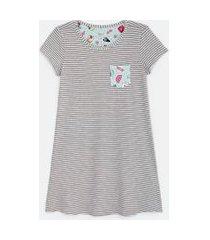 camisola manga curta listrada com bolso estampado | lov | cinza | p