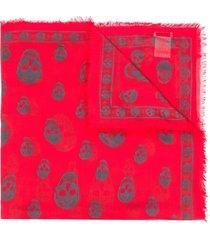 alexander mcqueen skull print frayed scarf - red