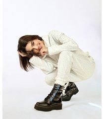 blusão de moletom feminino manu gavassi com strass e capuz off white