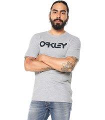 camiseta gris-negro oakley