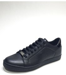 zapatilla negra prototype illete