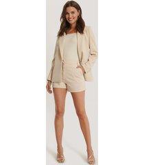na-kd high waist shorts - beige
