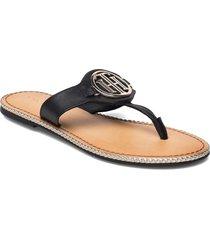 essential leather flat sandal shoes summer shoes flat sandals svart tommy hilfiger