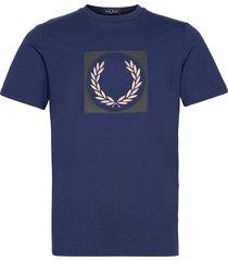 laurel wreath grap. tee t-shirts short-sleeved blå fred perry