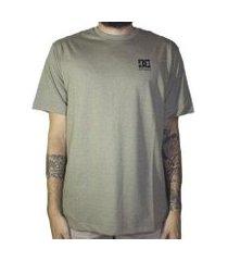 camiseta basic logo masclina