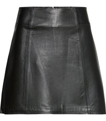 slfibi leather skirt b noos kort kjol svart selected femme