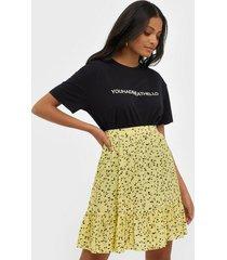 moss copenhagen jillian short skirt aop minikjolar