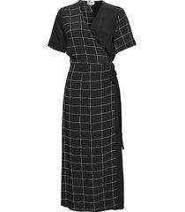 halle maxi wrap dress dresses everyday dresses svart just female
