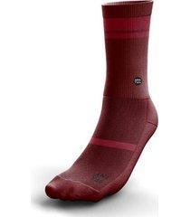 medias / calcetines anatag modelo essential color marsala.