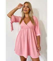 plus gesmokte wikkel jurk met mouwstrikjes, rose