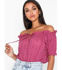 nly trend embroidery off shoulder top t-shirts