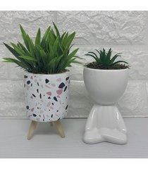 conjunto de vaso tripé e bob branco com suculenta