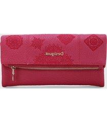 billetera rosa desigual