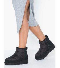 ugg w ridge mini flat boots